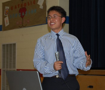 10. Jiun-Ruey Hu 2009年被普林斯顿大学录取.这是他在奥校举办的关于美国大学申请的讲座上做演讲