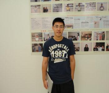 Horward Feng在8月17日做完讲座后在奥校的留影